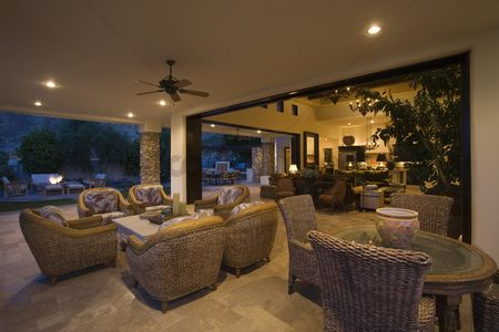 Furniture : Wicker furniture in lit palm springs home