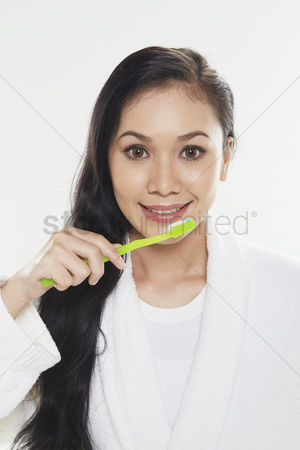 Tooth brush : Woman brushing her teeth
