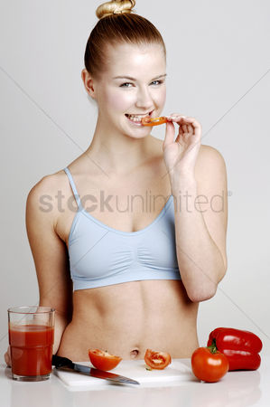 Satisfying : Woman eating sliced tomato