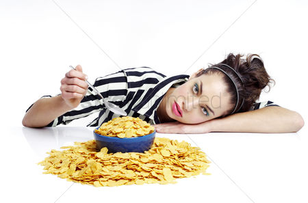 Appetite : Woman having breakfast cereal