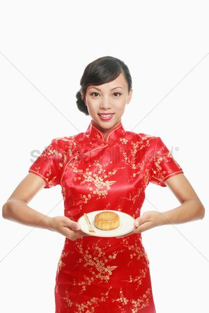 Traditional clothing : Woman holding moon cake on plate