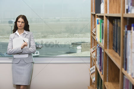 Land : Woman in library