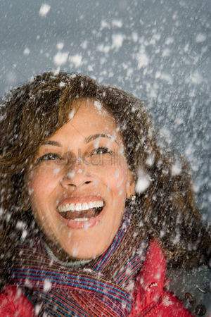 Employment issue : Woman laughing in the snow