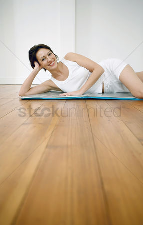 Lively : Woman lying on yoga mat