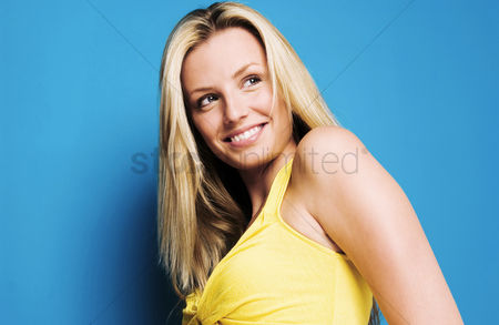 Cheerful : Woman posing and smiling