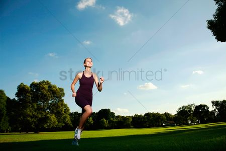 Sports : Woman running in the park