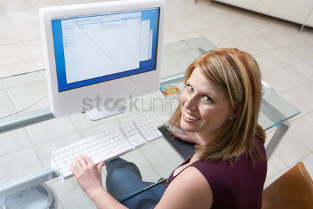 Young woman : Woman sitting at computer  elevated view