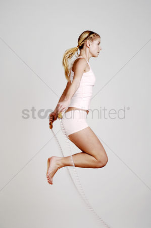 Fitness : Woman skipping