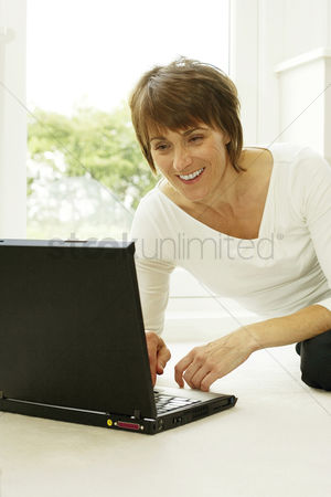 Accessibility : Woman smiling while using laptop