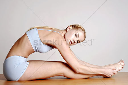 Sports : Woman stretching