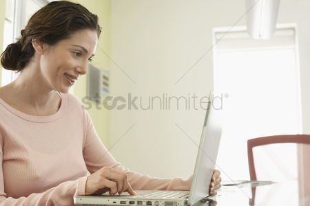 Office worker : Woman using laptop in office
