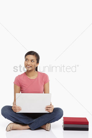 Portability : Woman using laptop while sitting on the floor
