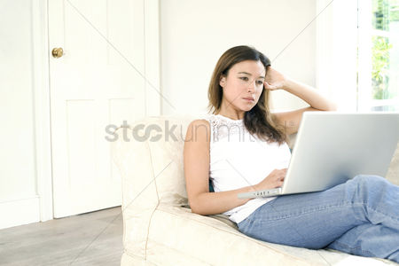 Internet : Woman using the laptop