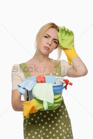 Housewife : Woman with a pail of cleaning products