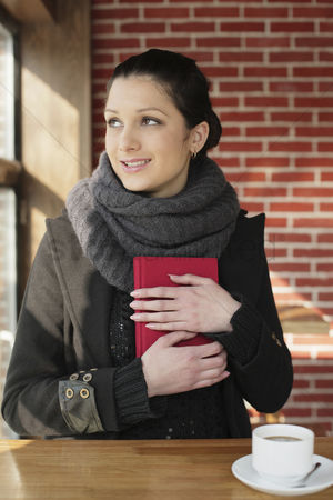 Cold temperature : Woman with a red book