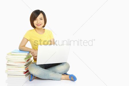 Femininity : Woman with books and laptop smiling