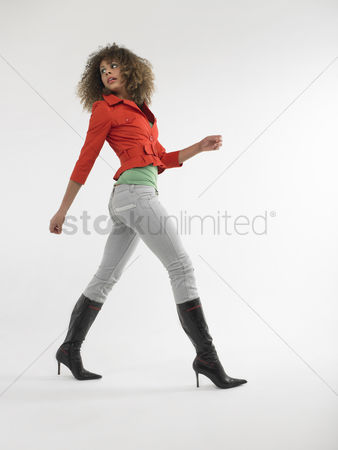 Curly hair : Woman with curly hair walking  in studio