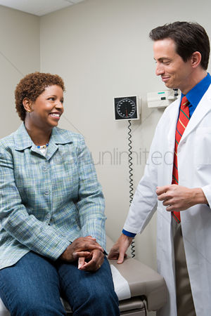 Respect : Woman with doctor