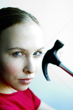 Fixing : Woman with hammer