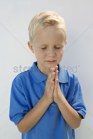 Religion : Young boy praying