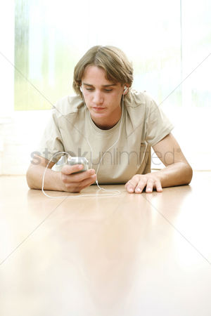 Choosing : Young man listening to music